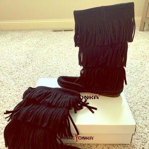 Minnetonka 3-layer Fringe Boot in Black